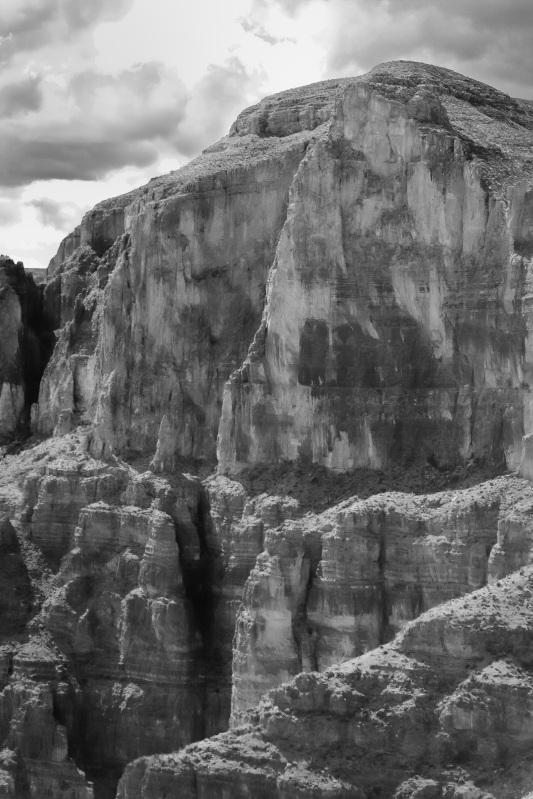 Canyon vertical b/w